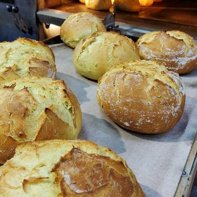 pan de maiz recién horneado